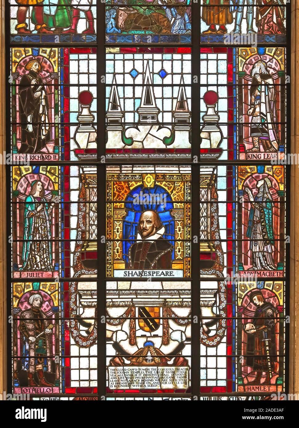 Dieses Stockfoto: Manchester Central Bibliothek, Shakespeare spielt Glasfenster, Stadtzentrum, Nordwesten Englands, Großbritannien - 2ADE3A