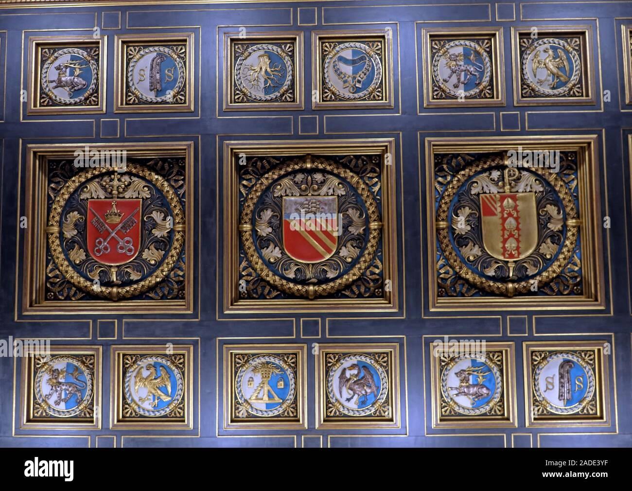 Dieses Stockfoto: Manchester Central Library - Stadtwappen von der Eingangsdecke, Wappen und Wappen des Herzogtums Lancaster, der See von York, der See von Manchester - 2ADE3Y