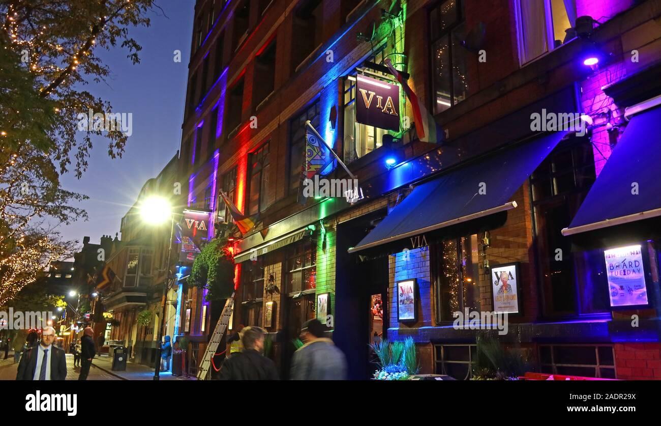 Dieses Stockfoto: Via Bar, Canal Street, Gay Village, Manchester, bei Nacht, Manchester, England, Großbritannien, M1 3EZ - 2ADR29