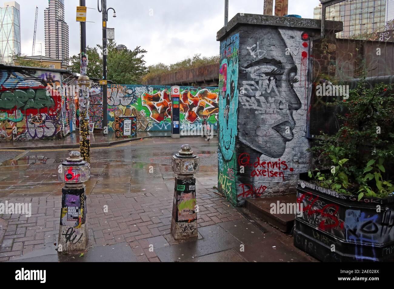 Dieses Stockfoto: Brick Lane, Kunst und Graffiti, Shoreditch, Tower Hamlets, East End, London, South East, England, Großbritannien, E1 6QL - 2AE028