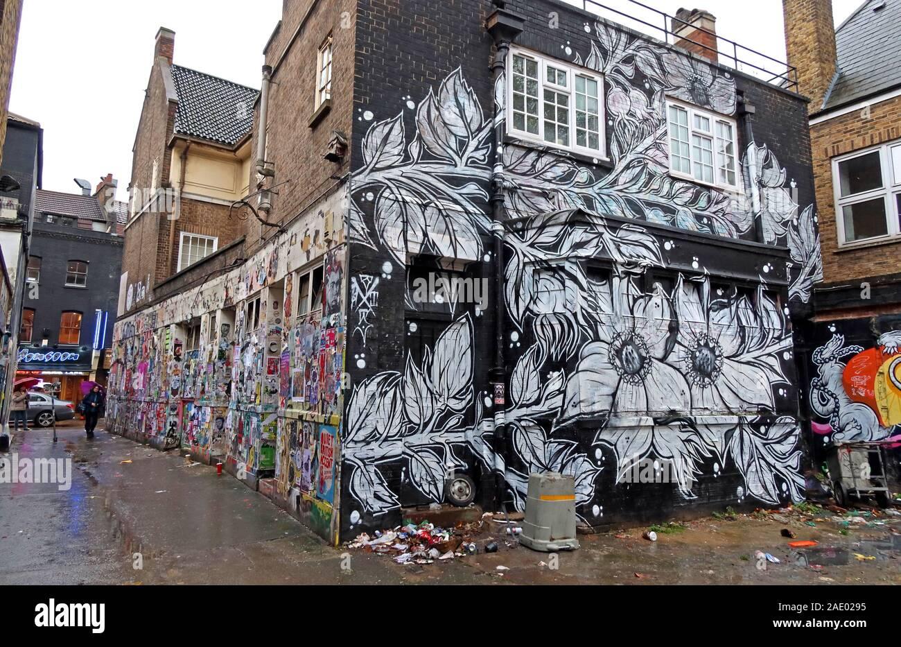 Dieses Stockfoto: Old Pub, 78 Brick Lane, Kunst und Graffiti, Shoreditch, Tower Hamlets, East End, London, South East, England, Großbritannien, E1 6QL - 2AE029