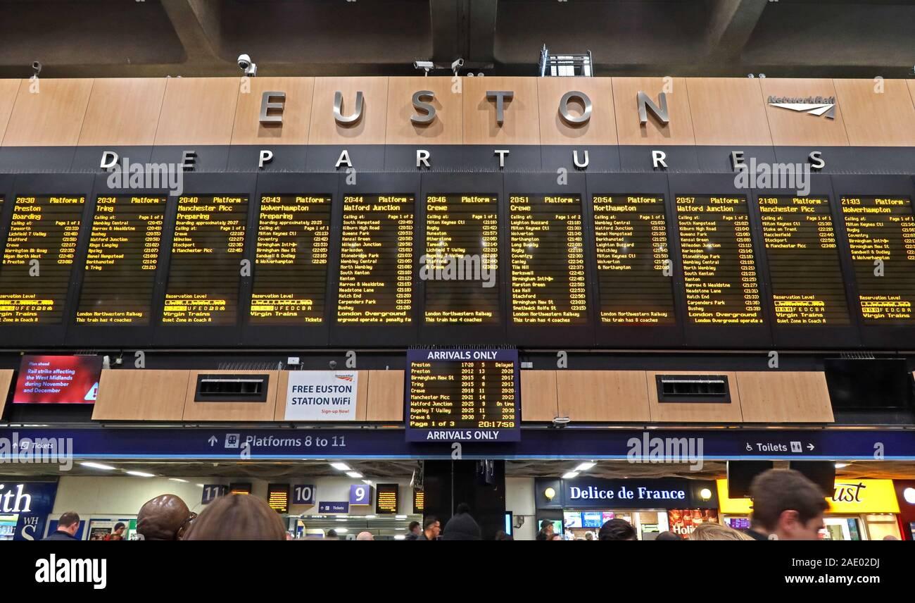 Dieses Stockfoto: Euston Abflugsbrett, Euston Bahnhof, Euston Straße, North London, Camden, England, Großbritannien, NW1 2DU - 2AE02D