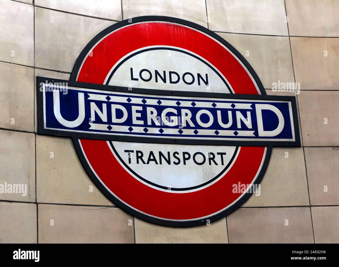 Dieses Stockfoto: London U-Bahn-Schild, London Transport, England, Großbritannien - 2AE02H