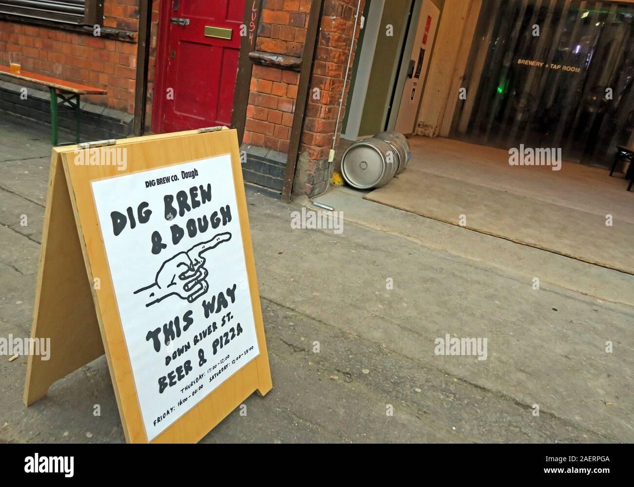 Dieses Stockfoto: DigBrew & Dough, Bier & Pizza, Dig Brew Co, 43 River St, Deritend, Digbeth, Birmingham, West Midlands, England, Großbritannien, B5 5SA - 2AERPG
