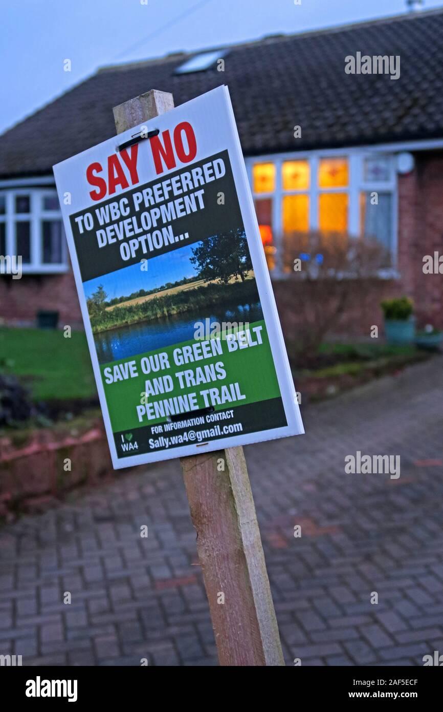 Dieses Stockfoto: Sagen Sie Nein, zur bevorzugten Entwicklungsoption von WBC, sparen Sie unseren Green Belt und Trans Pennine Trail, Weaste Lane, Thelwall, Warrington, Cheshire, England, Großbritannien - 2AF5EC