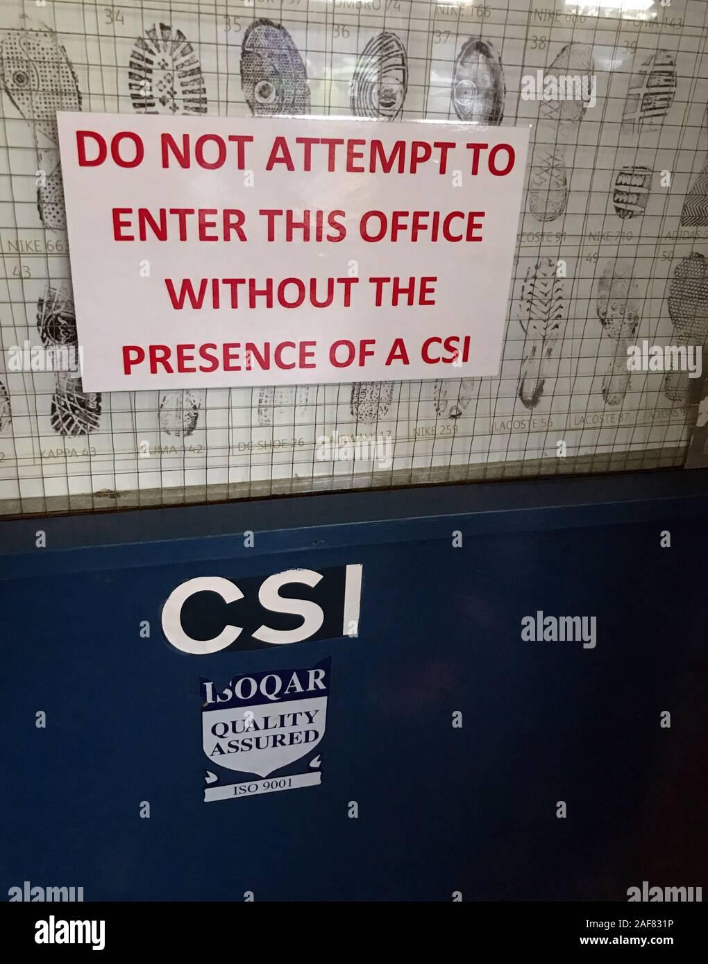 Dieses Stockfoto: CSI - Crime Scene Investigation Team, Warrington, Cheshire Constabulary, Nordwestengland, Großbritannien - 2AF831
