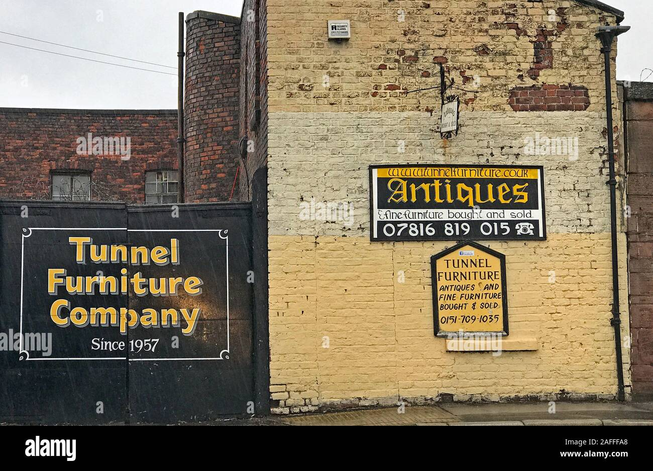 Dieses Stockfoto: The Tunnel Furniture Company, 46 Tunnel Rd, Edge Hill, Liverpool, Merseyside, England, UK, L7 6NG - 2AFFFA