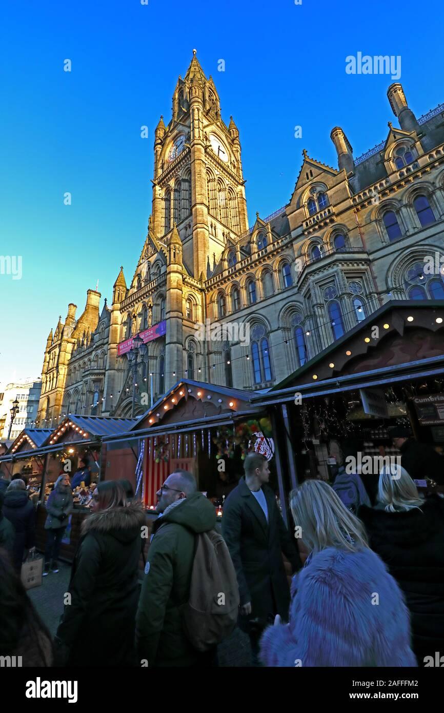 Dieses Stockfoto: Weihnachtsmärkte, Manchester Town Hall, Albert Square, Manchester, England, Großbritannien, M2 5 DB - 2AFFFM