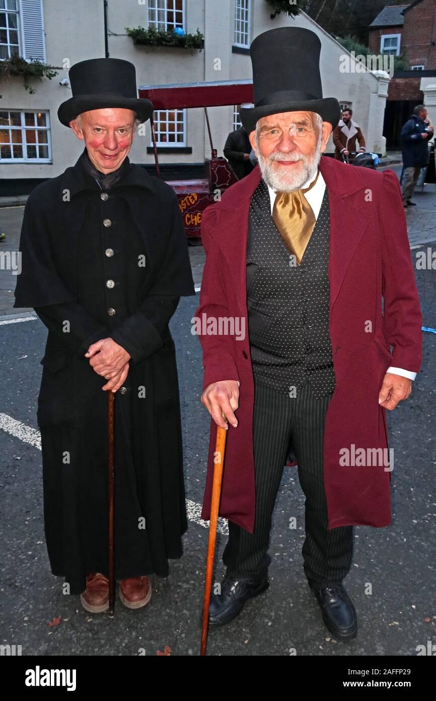 Dieses Stockfoto: In Kostüm, Lymm Dickensian Christmas Festival, Warrington, Cheshire, England, UK, WA13 0HR - 2AFFP2