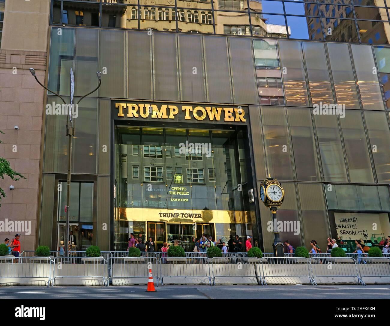 Dieses Stockfoto: Trump Tower Interior, 725 5th Ave, Manhattan, New York, NY 10022, USA, USA - 2AFK6X