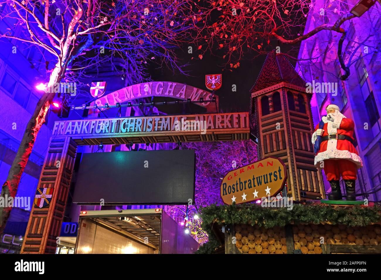 Dieses Stockfoto: Birmingham Frankfurt Deutscher Weihnachtsmarkt in der Nacht, New Street, Birmingham, West Midlands, England, UK, B 2 4 QS-Santa Rostbratwurst - 2AFP0F