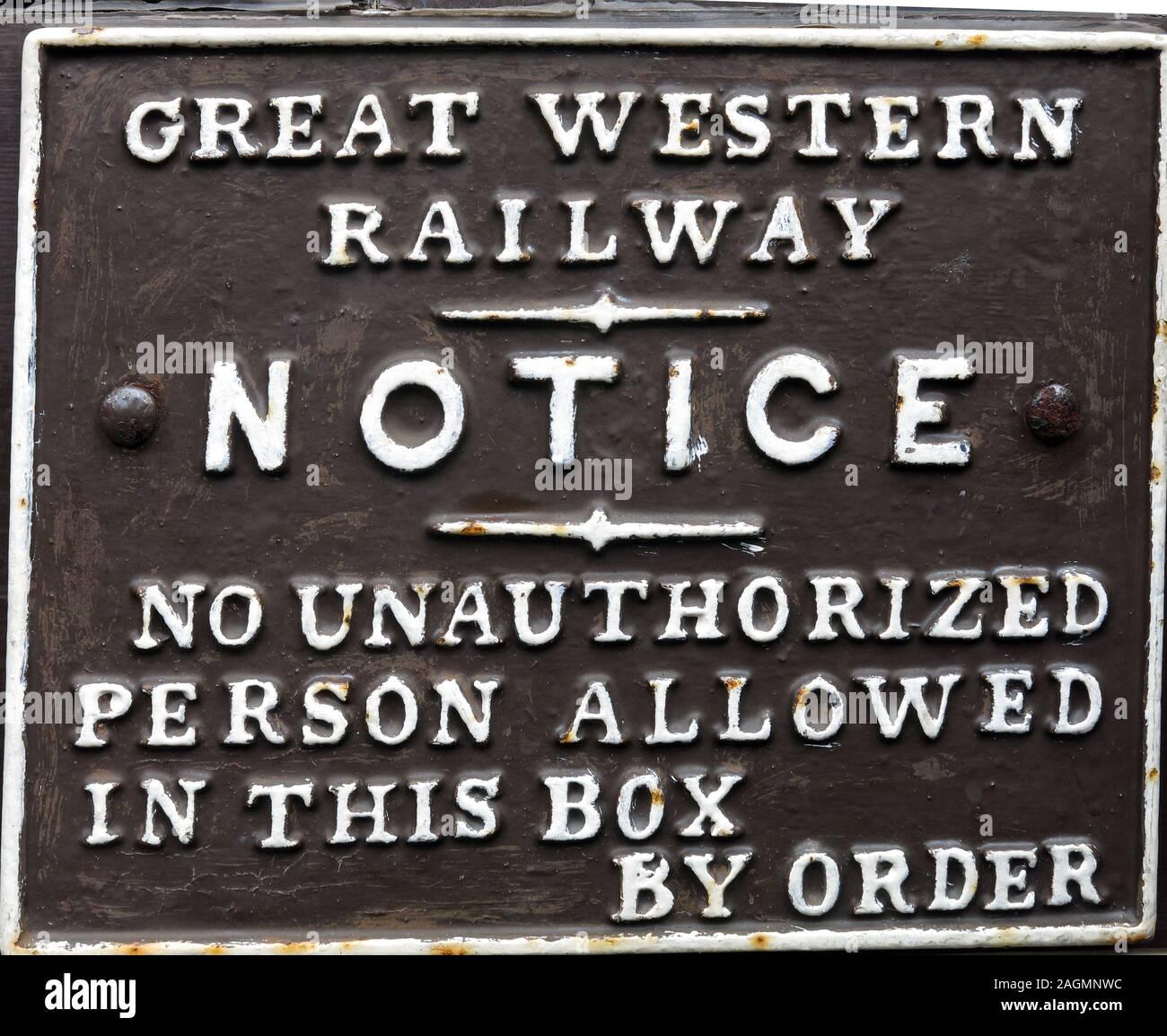Dieses Stockfoto: GWR,Great Western Railway,Hinweis,keine unbefugte Person,erlaubt in diesem Feld,auf Bestellung,Schild - 2AGMNW