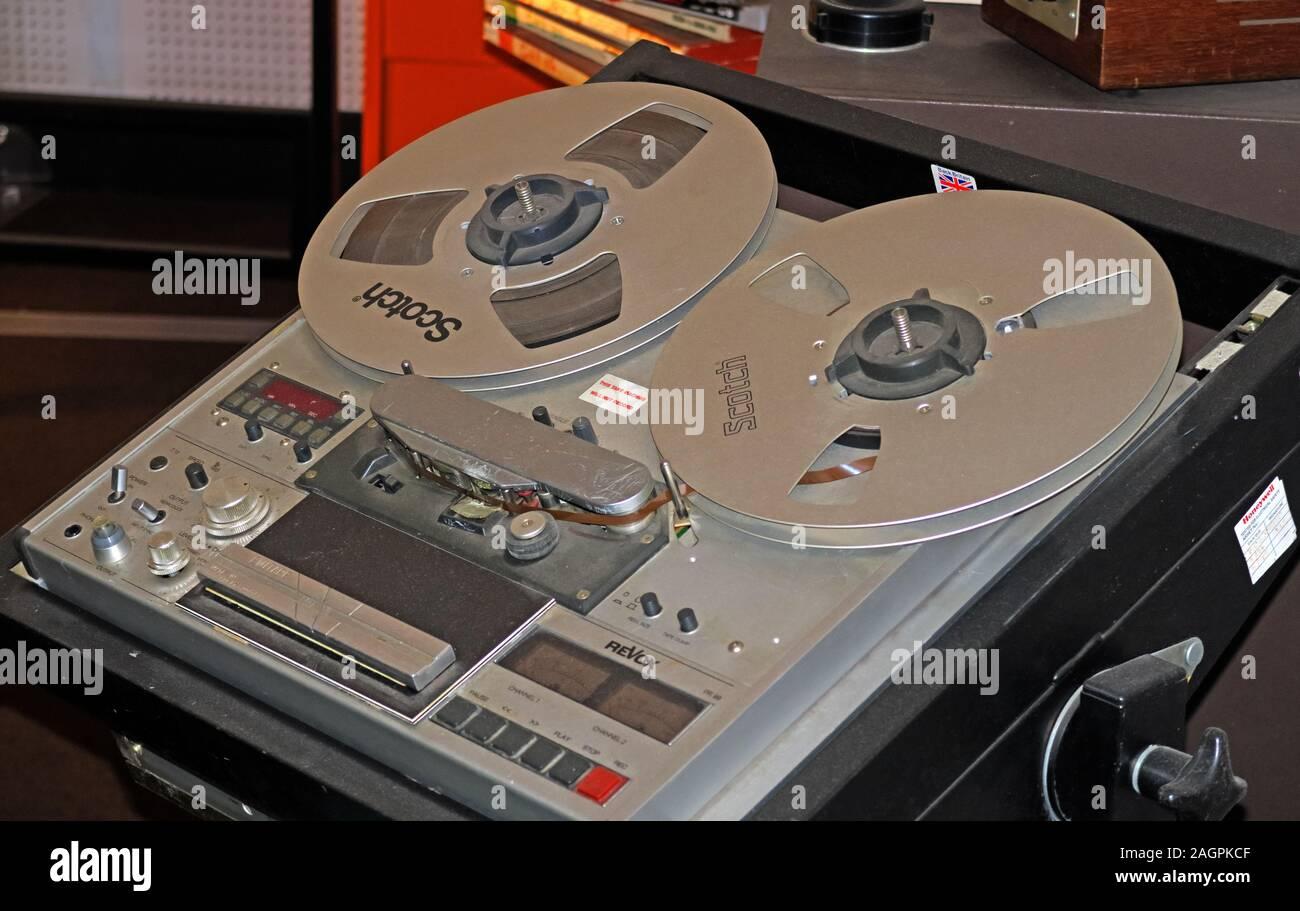 Dieses Stockfoto: Studio, Revox PR99, Bandeinheit von Rolle zu Rolle, verwendet im Kommunikationsraum des Atombunkers MOD der 1980er Jahre, Nantwich, Cheshire, England, Großbritannien - 2AGPKC