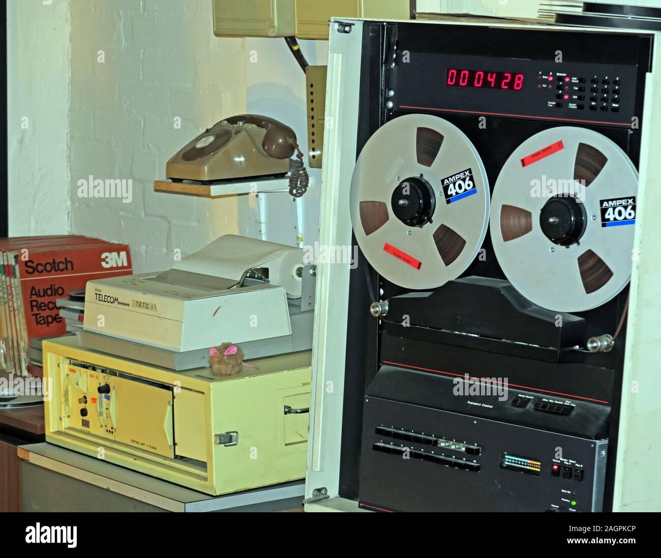 Dieses Stockfoto: Telekommunikationsaufzeichnungsgeräte, 1980er Jahre, geheimer Atombunker, Nantwich, Cheshire, England, Großbritannien - 2AGPKC