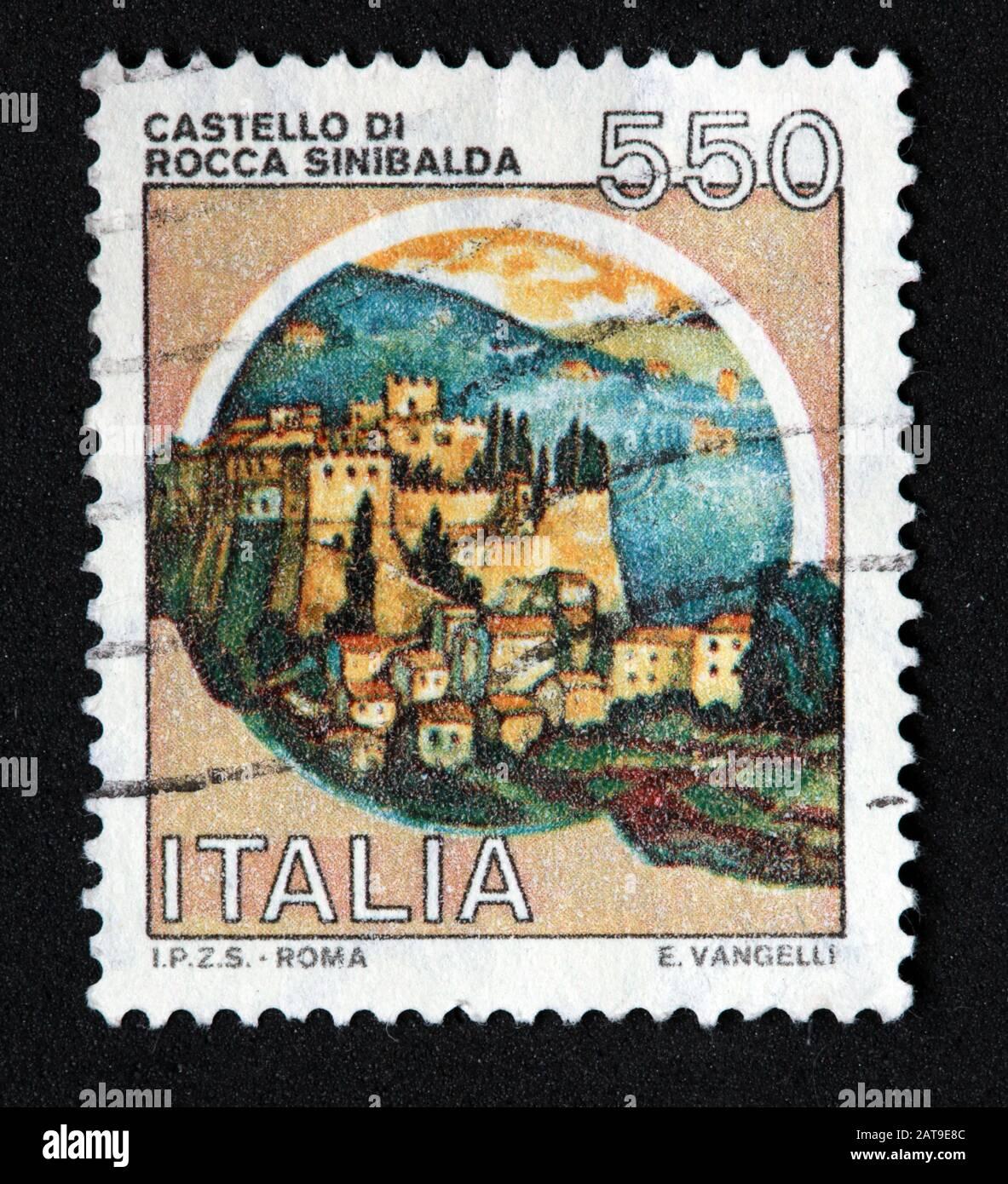 Dieses Stockfoto: Italienische Briefmarke, poste Italia benutzte und festlegte Stempel, Schlösser Italiens, Italia 550lire Castello Di Rocca Sinibalda - E.Vangelli - Roma - 2AT9E8