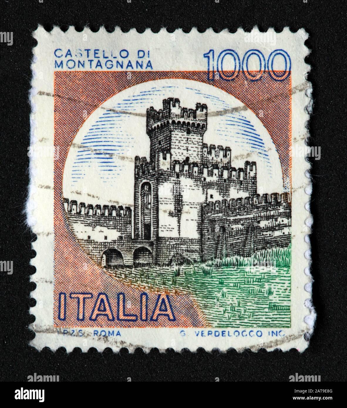 Dieses Stockfoto: Italienische Briefmarke, poste Italia verwendete und bestockte Stempel, Schlösser Italiens, Italia 1000Lire Castello Di Montagnana G.Verdelocco Inc - 2AT9E8