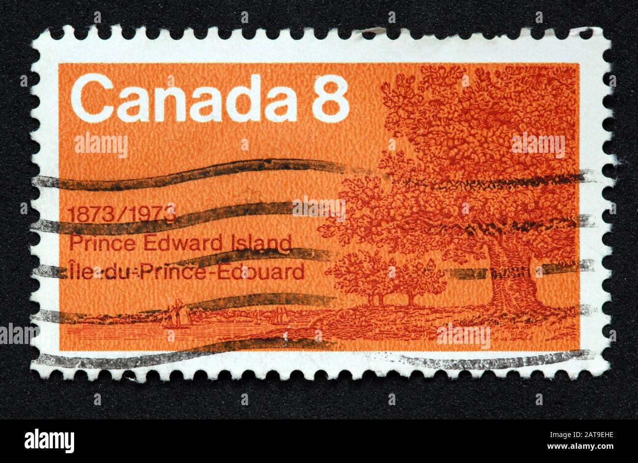 Dieses Stockfoto: Kanadische Briefmarke, Canada Stamp, Canada Post, used Stamp, Canada 8c,8Cent, , 1873-1973, Prince Edward Island, ile du Prince-edouard,Orange,Orange Stamp - 2AT9EH