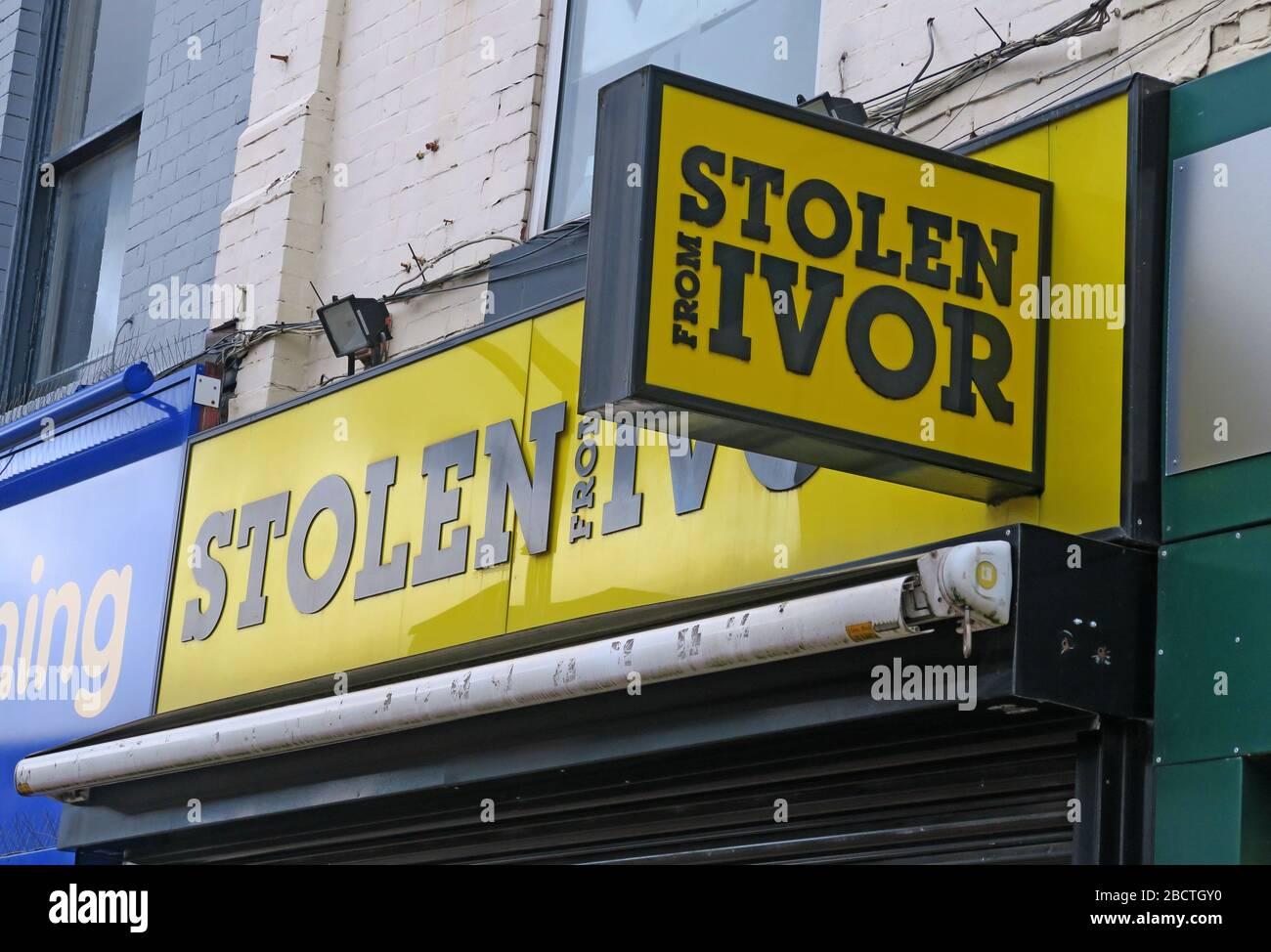 Dieses Stockfoto: Gestohlen von Ivor, berühmten Herren Ausstattern, Ivor Hazan, Stockport, Greater Manchester, Cheshire, England, UK, 77-79 Prince's St, Stockport SK1 1RW - 2BCTGY