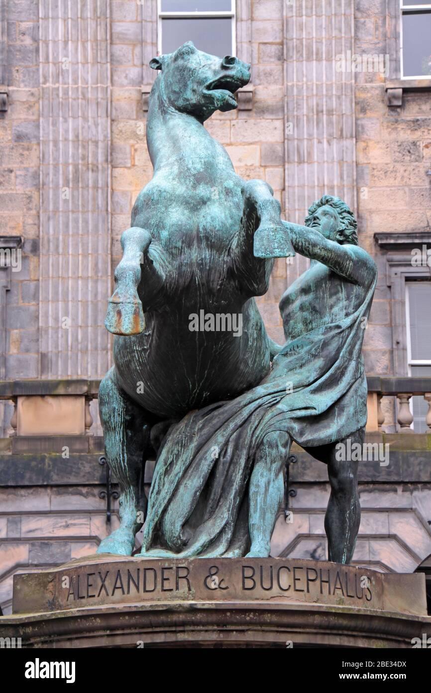 Dieses Stockfoto: Edinburgh Alexander und Bucephalus Statue, Royal Mile, Edinburgh, Schottland, Großbritannien - 2BE34D