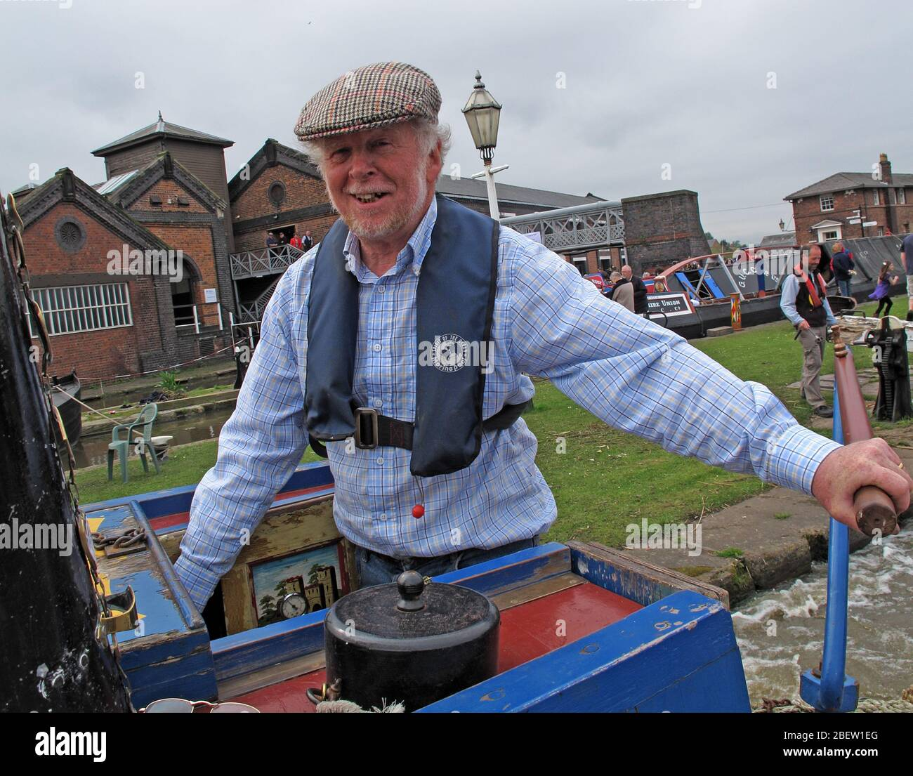 Dieses Stockfoto: Narrowboat-Bootstour im Ellesmere Port Canal Museum, British Canal and Waterways Heritage, South Pier Rd, Ellesmere Port, Cheshire, England, Großbritannien, CH65 4FW - 2BEW1E