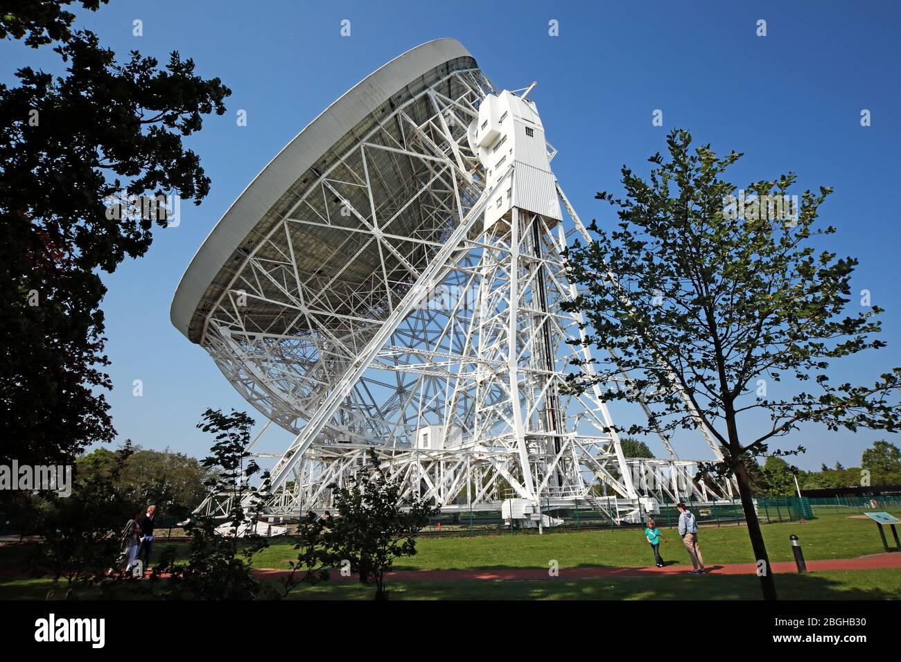 Dieses Stockfoto: Jodrell Bank Radioteleskop, Jodrell Bank Observatory, Holmes Chapel, The University of Manchester, Macclesfield, Cheshire, England, UK, Sk11 9DL - 2BGHB3