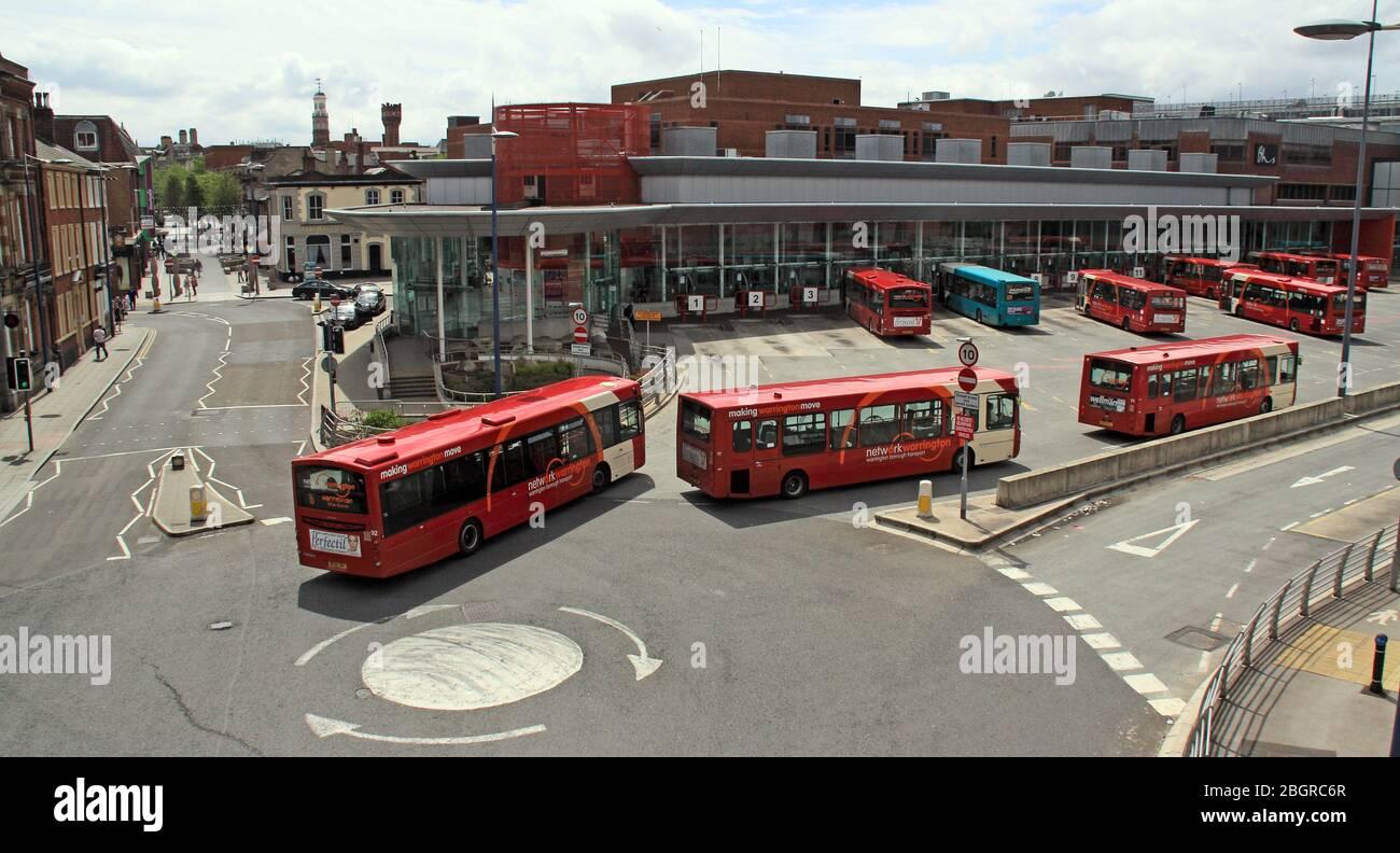 Dieses Stockfoto: Ein vielbefahrene Busbahnhofverbindung Warrington, 7 Winwick St, Warrington, Cheshire, England, UK, WA1 UK - 2BGRC6