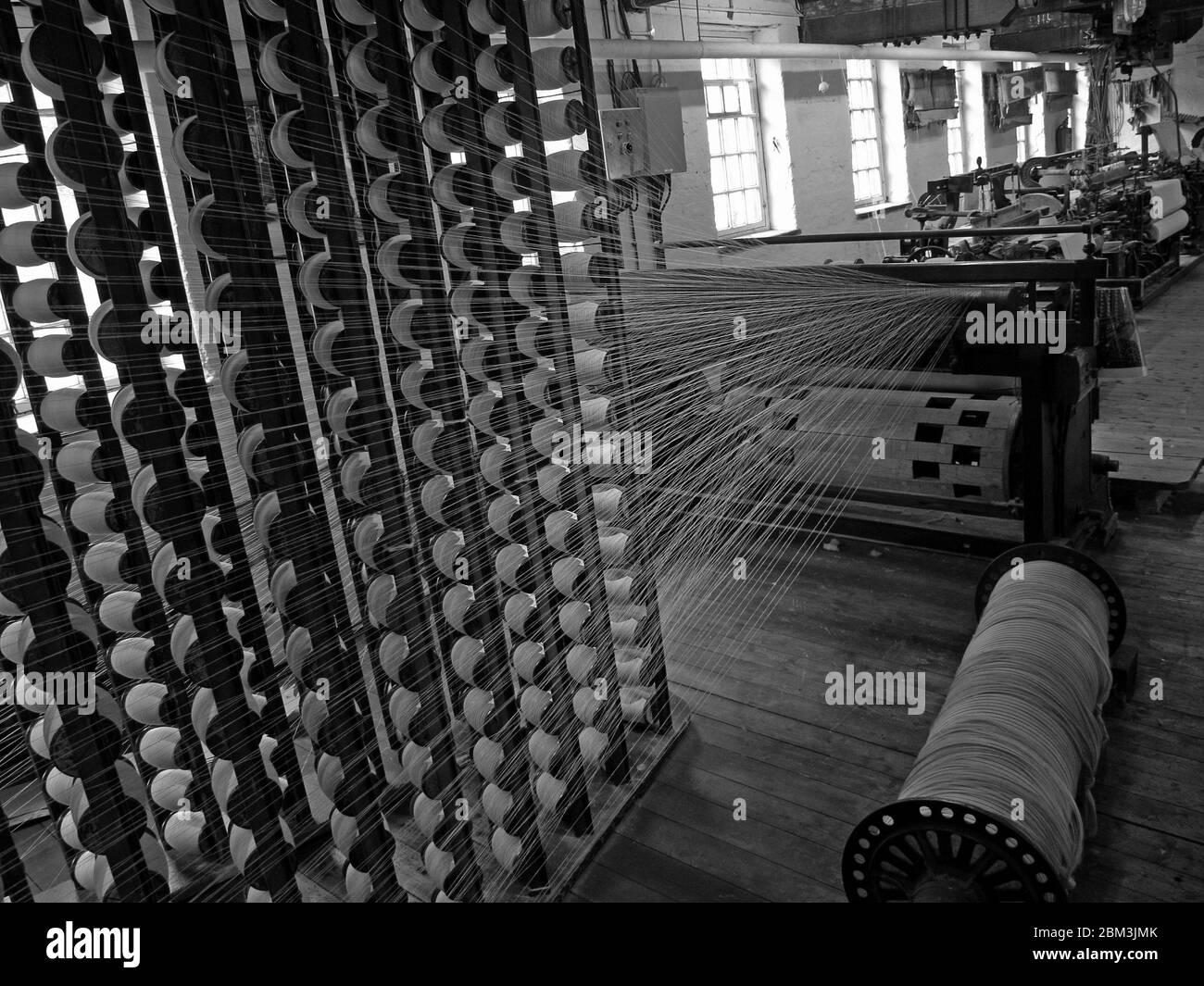 Dieses Stockfoto: Baumwollspinnmaschine, in einer viktorianischen Baumwollfabrik in Manchester, Baumwollindustrie, Nordwestengland, Großbritannien - 2BM3JM