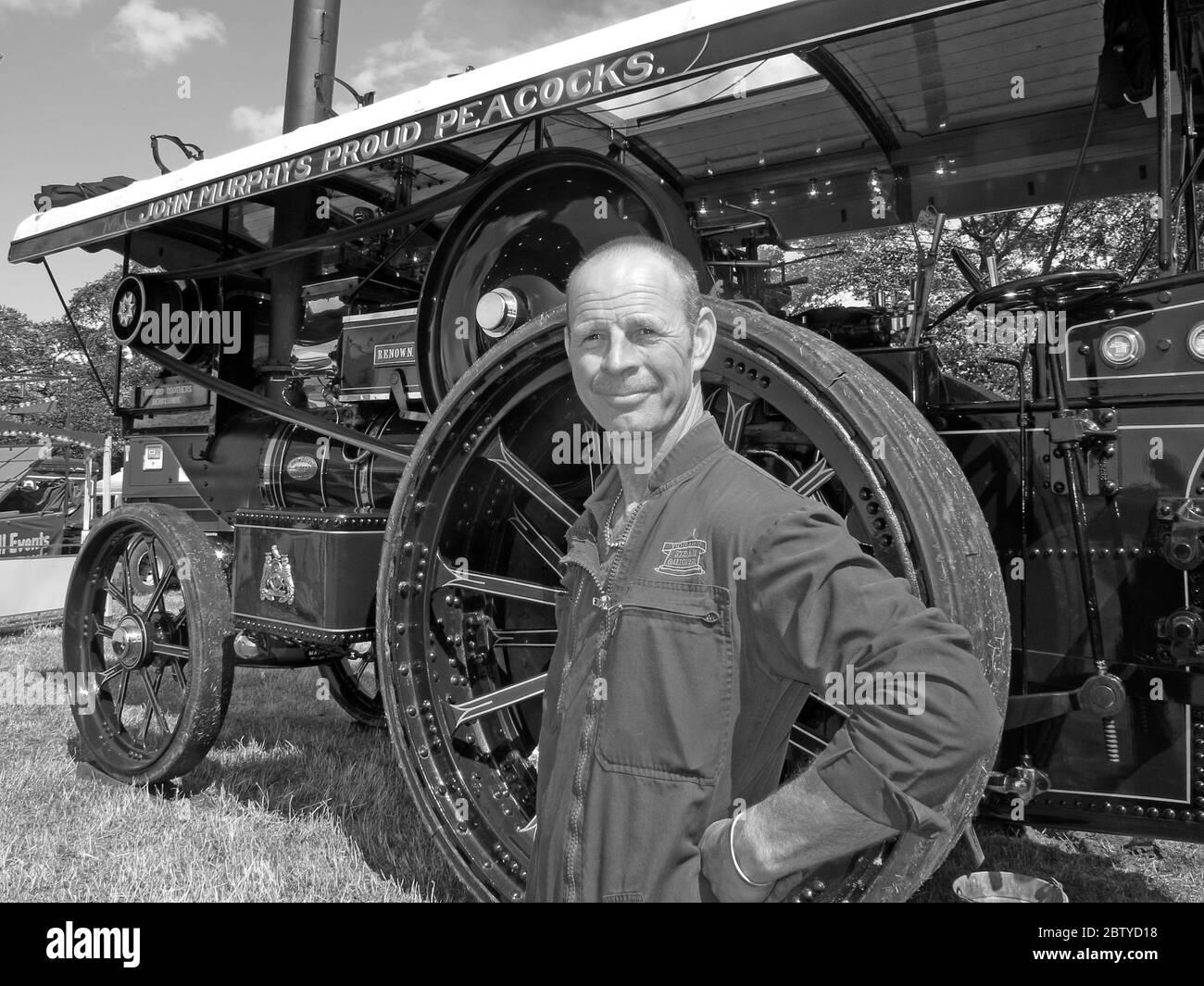 Dieses Stockfoto: John Murphys Proud Peacocks, Dampfzugmaschine (bekannt) und Betreiber, Leicestershire, England Großbritannien - Showmans Engine - 2BTYD1