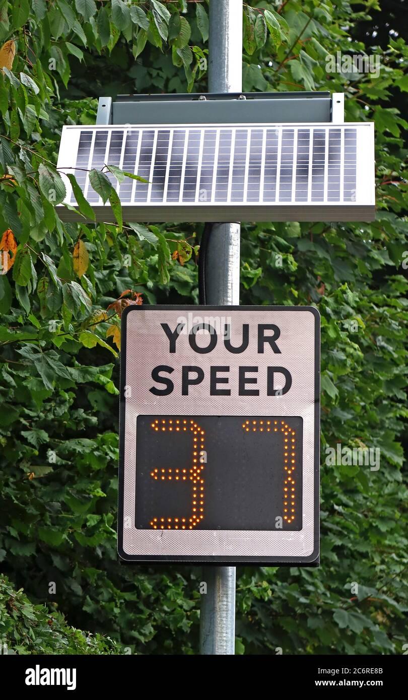 Dieses Stockfoto: Ihre Geschwindigkeit, Geschwindigkeit Awareness Gruppe, Radaranzeige, die Beschleunigung Auto bei 37 mph, Grappenhall, Stockton Heath, Warrington, Cheshire, England - 2C6RE8