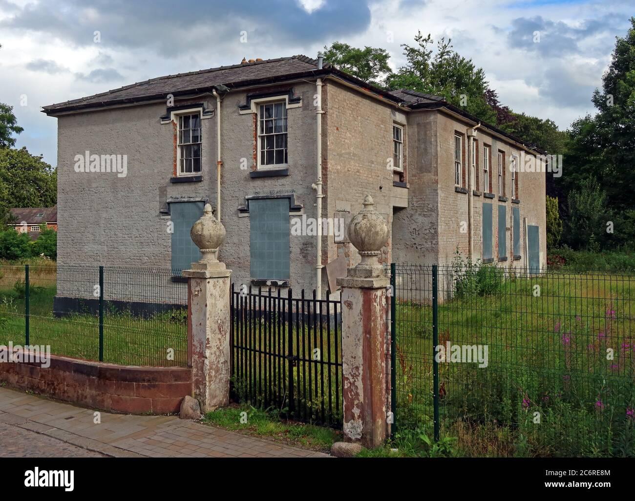 Dieses Stockfoto: Grappenhall-Augenanlage, Gebäude für 25 Jahre leer gelassen, Pfarrhaus, auf Church Lane, Warrington, Cheshire, England, Großbritannien - 2C6RE8