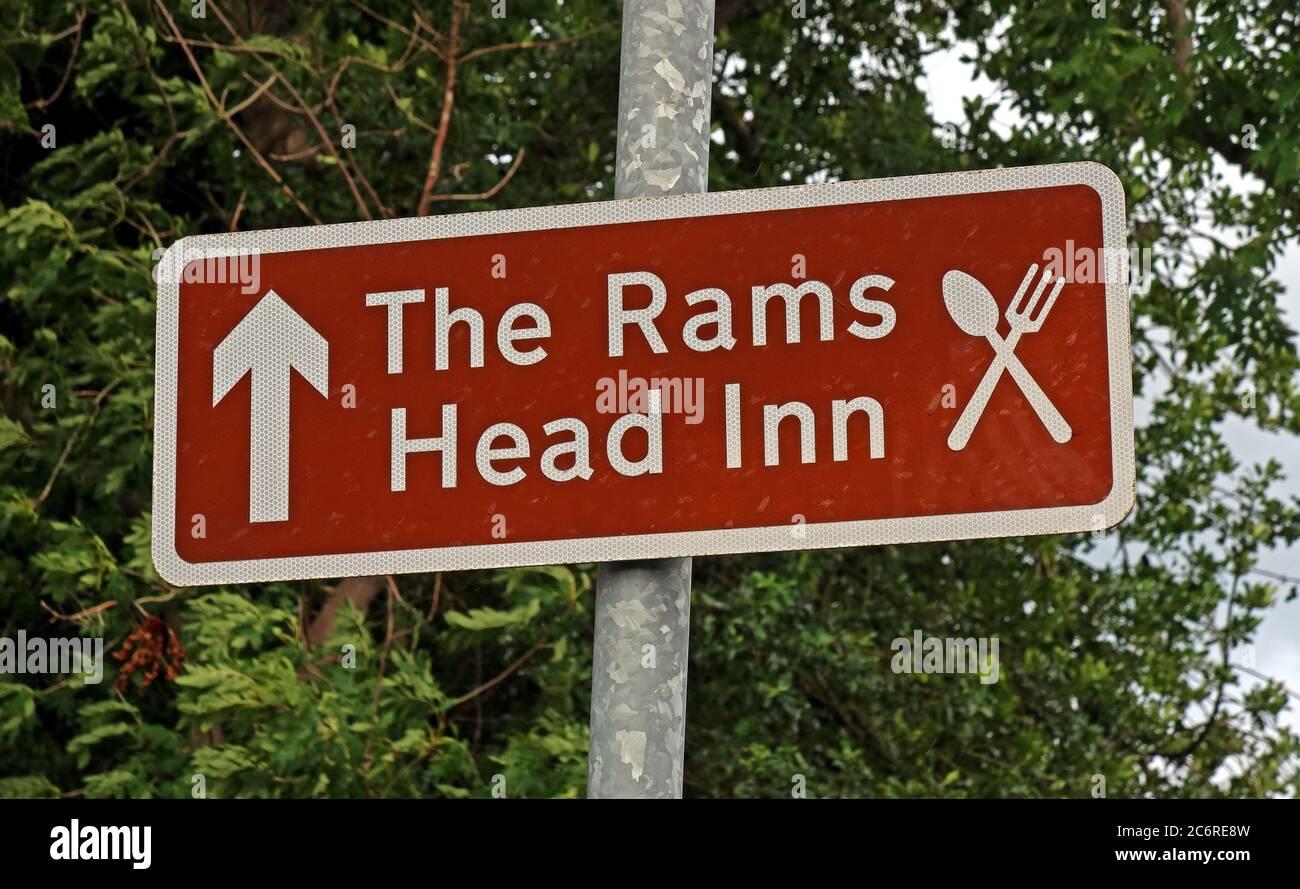 Dieses Stockfoto: Braunes Schild, das Rams Head Inn, Church Lane, Grappenhall Village, Warrington, Cheshire, England, Großbritannien, WA4 3EP - 2C6RE8