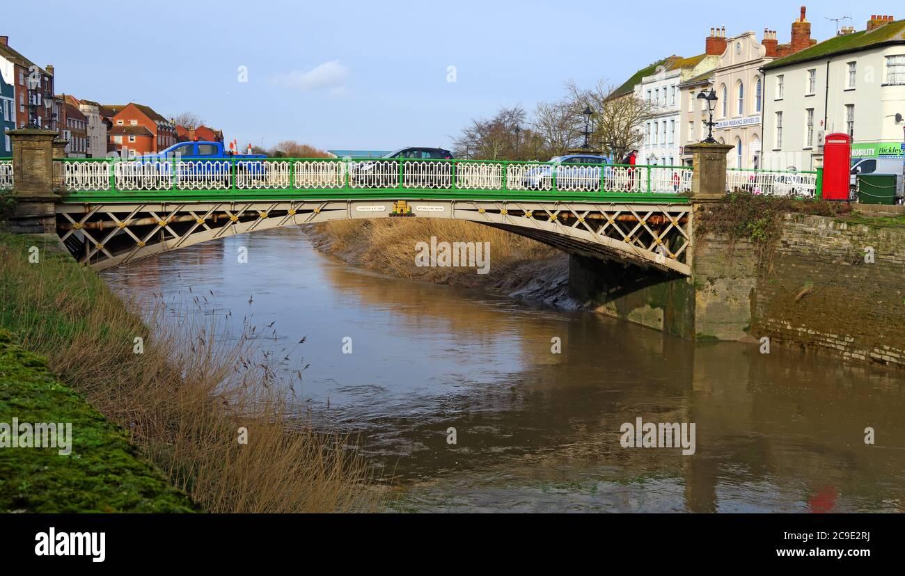 Dieses Stockfoto: Green, Creme, Eastover Bridge, River Parrett Crossing, Bridgwater, Somerset, England, Großbritannien - 2C9E2R