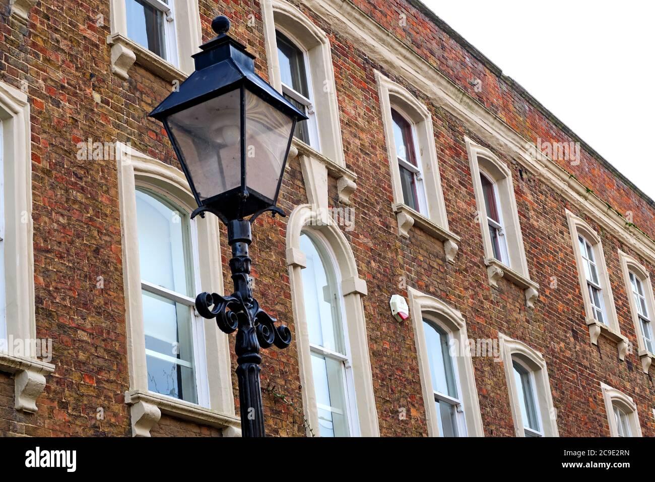 Dieses Stockfoto: Elegante King Square, Bridgwater, Somerset, Südwestengland, Großbritannien, viktorianische Lampe - 2C9E2R
