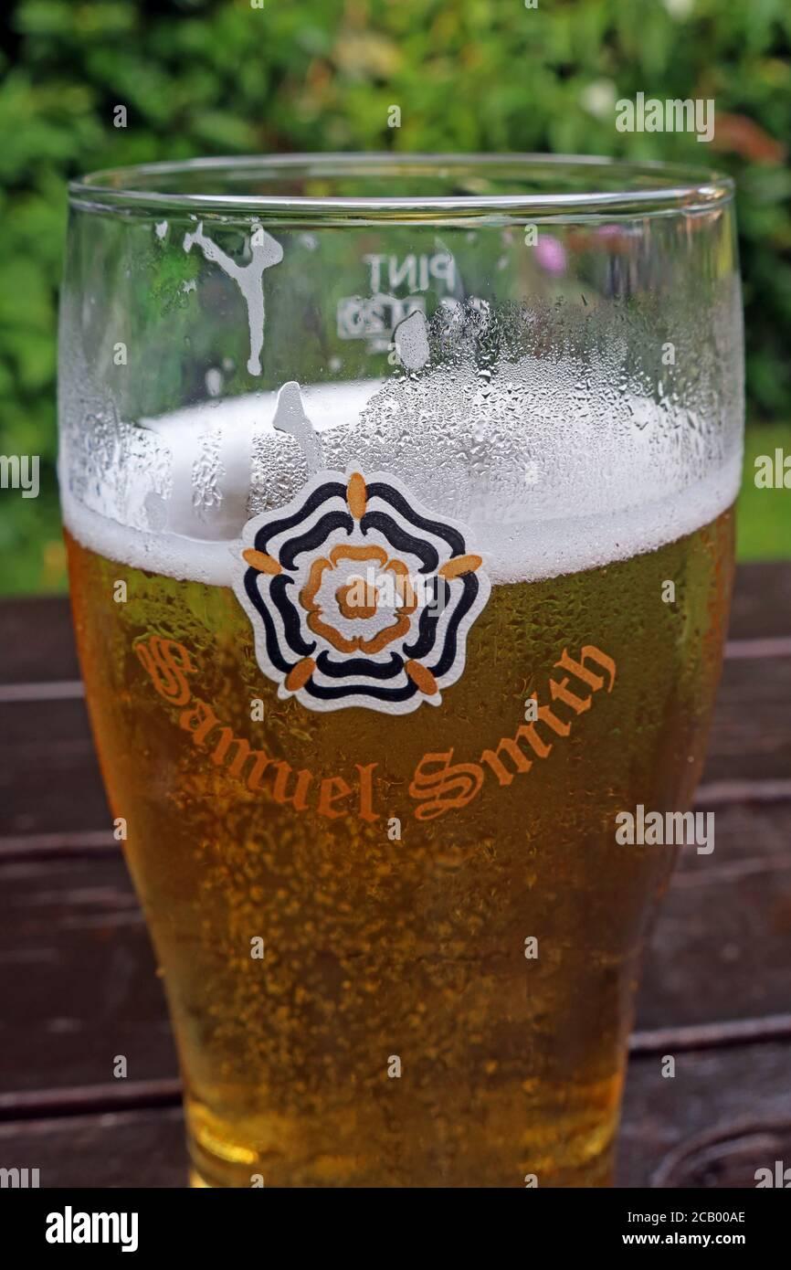 Dieses Stockfoto: Sam Smiths Cider, Samual Smiths Cider in einem Biergarten, teuer danach Lockdown, Cheshire, England, Großbritannien - 2CB00A