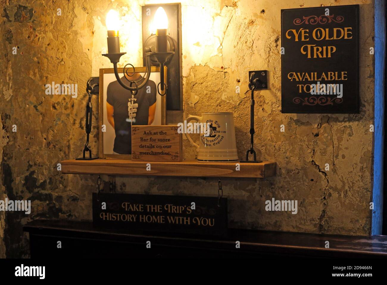 Dieses Stockfoto: Ye Olde Trip to Jerusalem Pub Geschenke, Old Trip to Jerusalem Bar, alte Kneipe, Brewhouse Yard, 1, Nottingham, Nottinghamshire, NG1 6AD - 2D9466