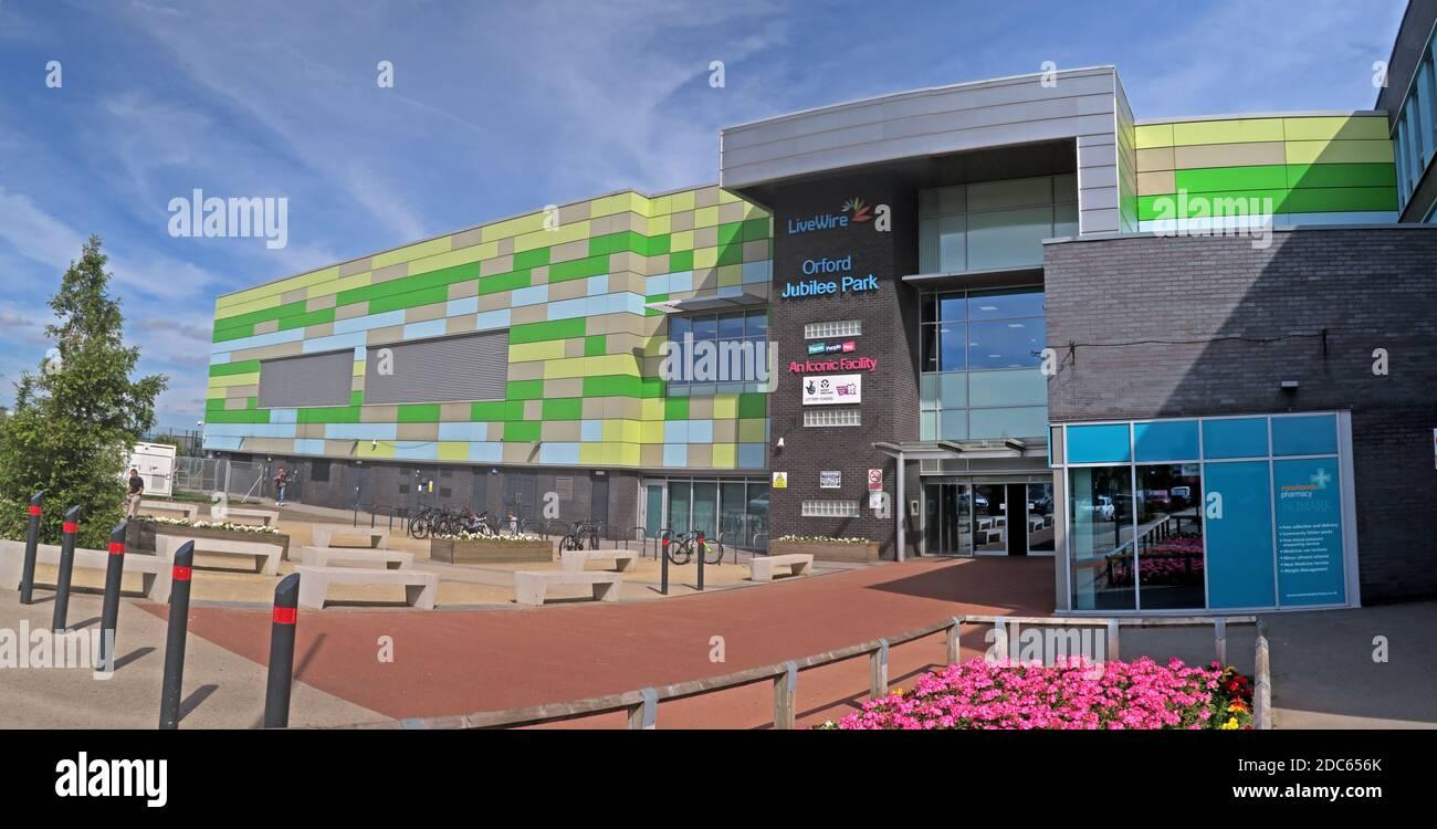 Dieses Stockfoto: Orford Jubilee Park Hub Warrington, Livewire, Swimmingpool, Fitnessraum, Bewegung,£30 m Orford Park Complex - 2DC656