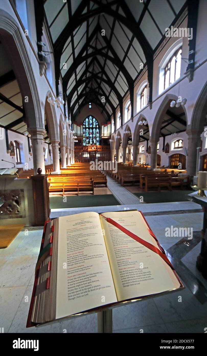 Dieses Stockfoto: Rednerpult, Motherwell Cathedral, South Lanarkshire, Schottland, UK, Our Lady of Good Aid, innen - 2DC657