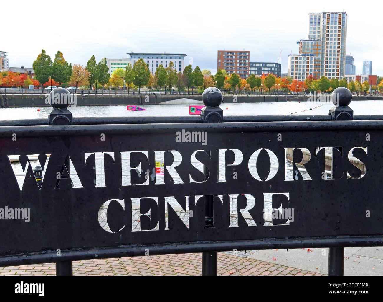 Dieses Stockfoto: Watersports Centre, Salford Quays, 15 The Quays, Salford, Greater Manchester, England, UK, M50 3SQ - 2DCE9M