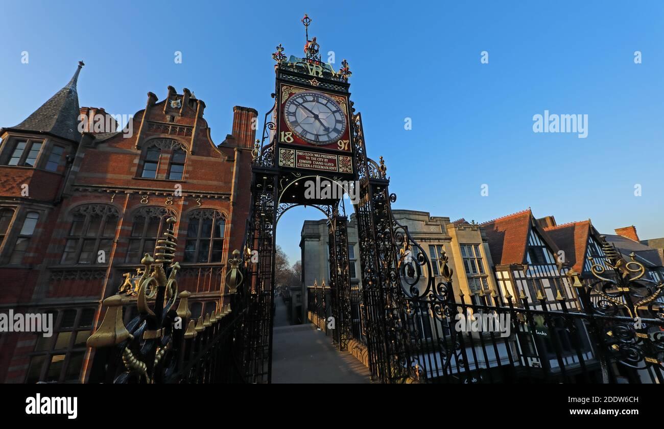 Dieses Stockfoto: 1883-1897, Chester Clock, Stadtmauern, Clock, Cheshire, England, UK - Eastgate Clock - 2DDW6C