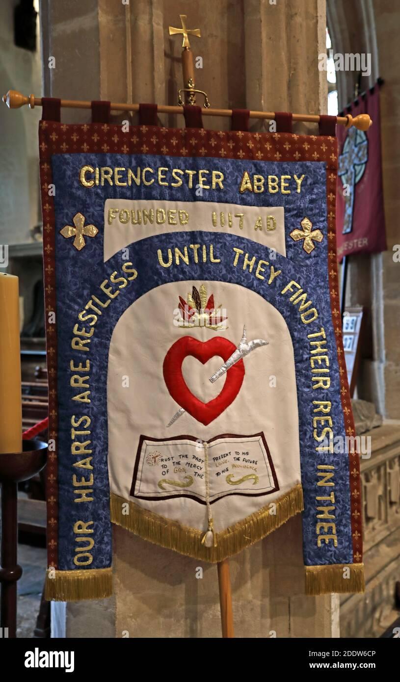 Dieses Stockfoto: Cirencester Abbey, unsere Herzen sind unruhig, bis sie finden, ihre Ruhe in dir, Cirencester, Gloucestershire, Cotswolds, England, Großbritannien - 2DDW6C