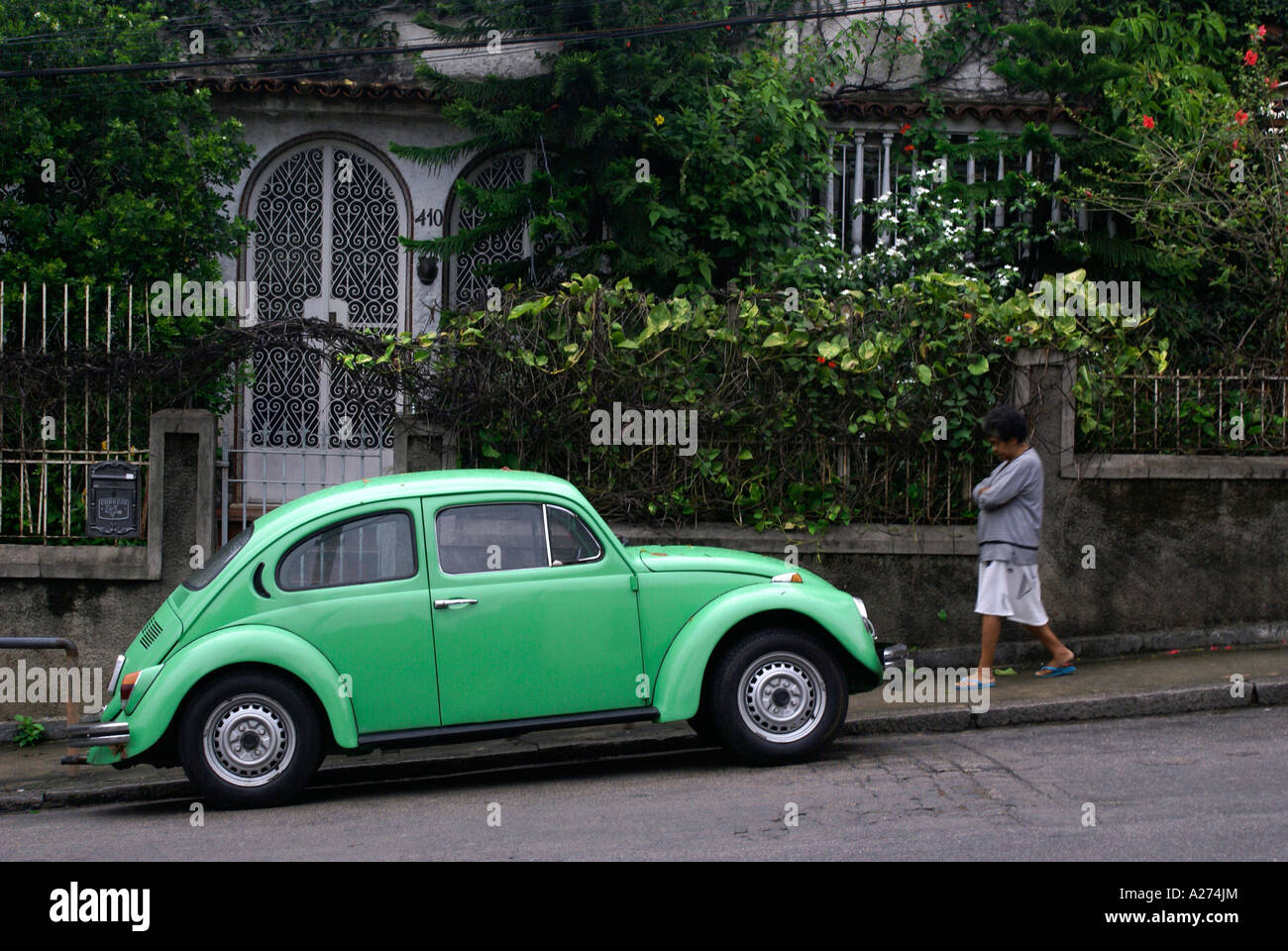 old green beetle vw volkswagen stockfotos old green beetle vw volkswagen bilder alamy. Black Bedroom Furniture Sets. Home Design Ideas