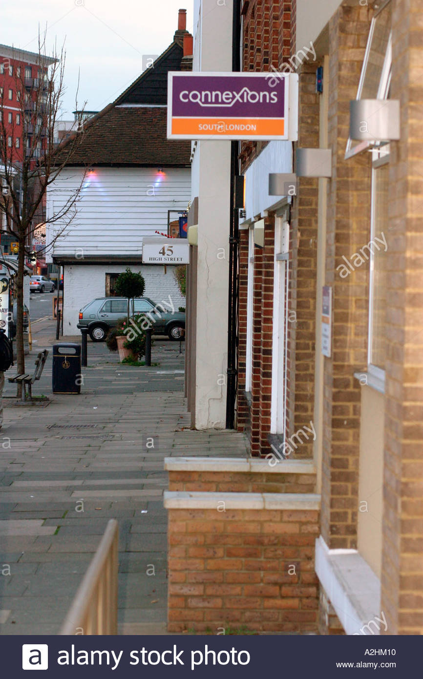 Außenseite des Connexions Büro Kingston Surrey UK Stockbild