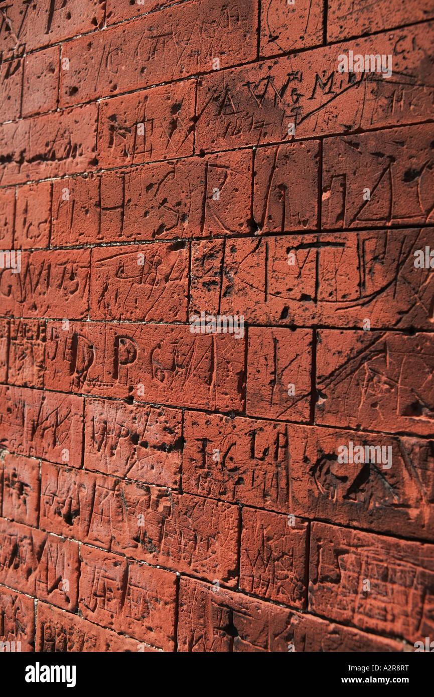 Sehnte sich im Mauerwerk auf Oldschool Graffiti Wände Dedham North Essex UK Stockbild