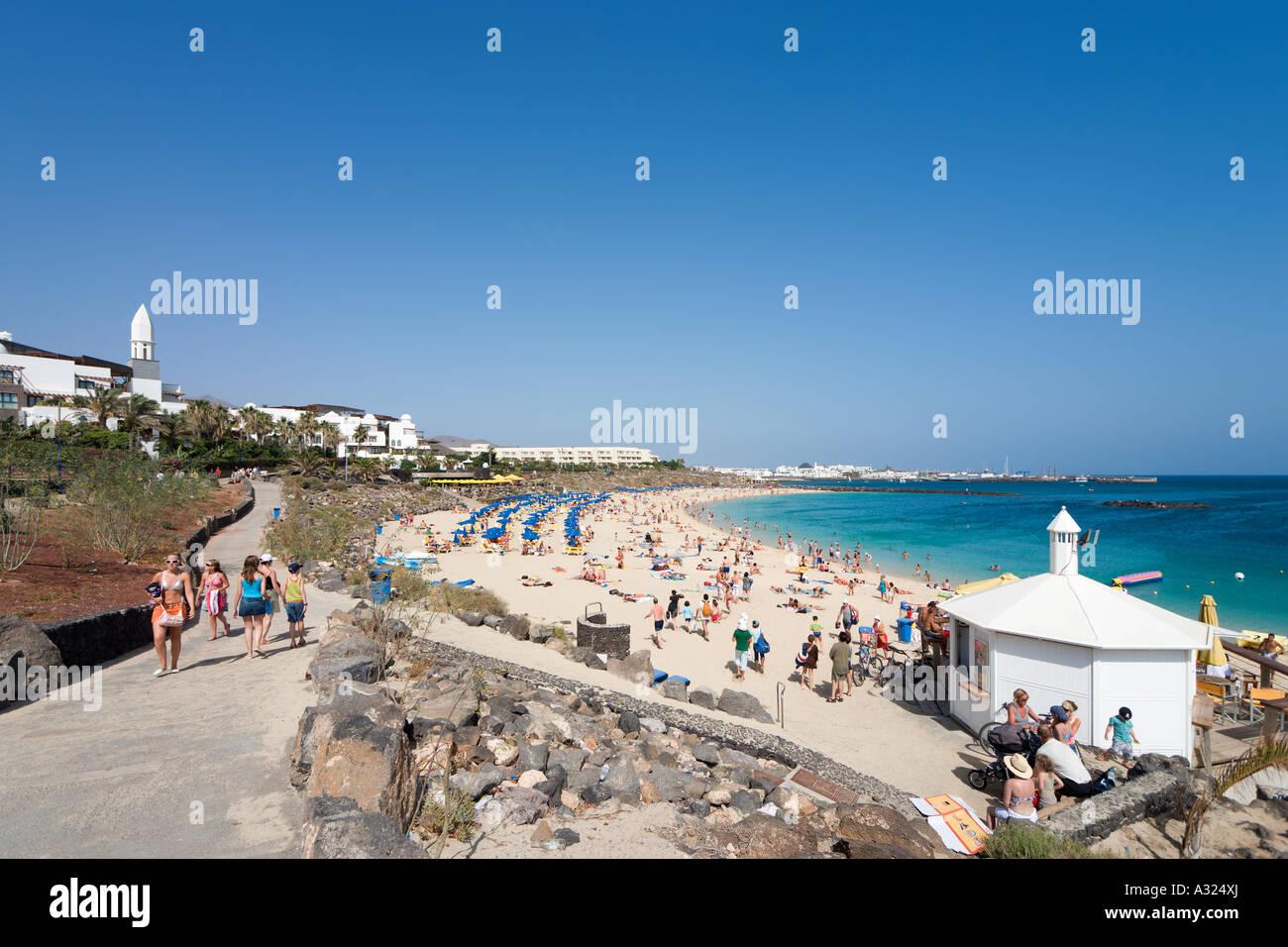 Promenade und Hauptstrand Playa Blanca, Lanzarote, Kanarische Inseln, Spanien Stockbild