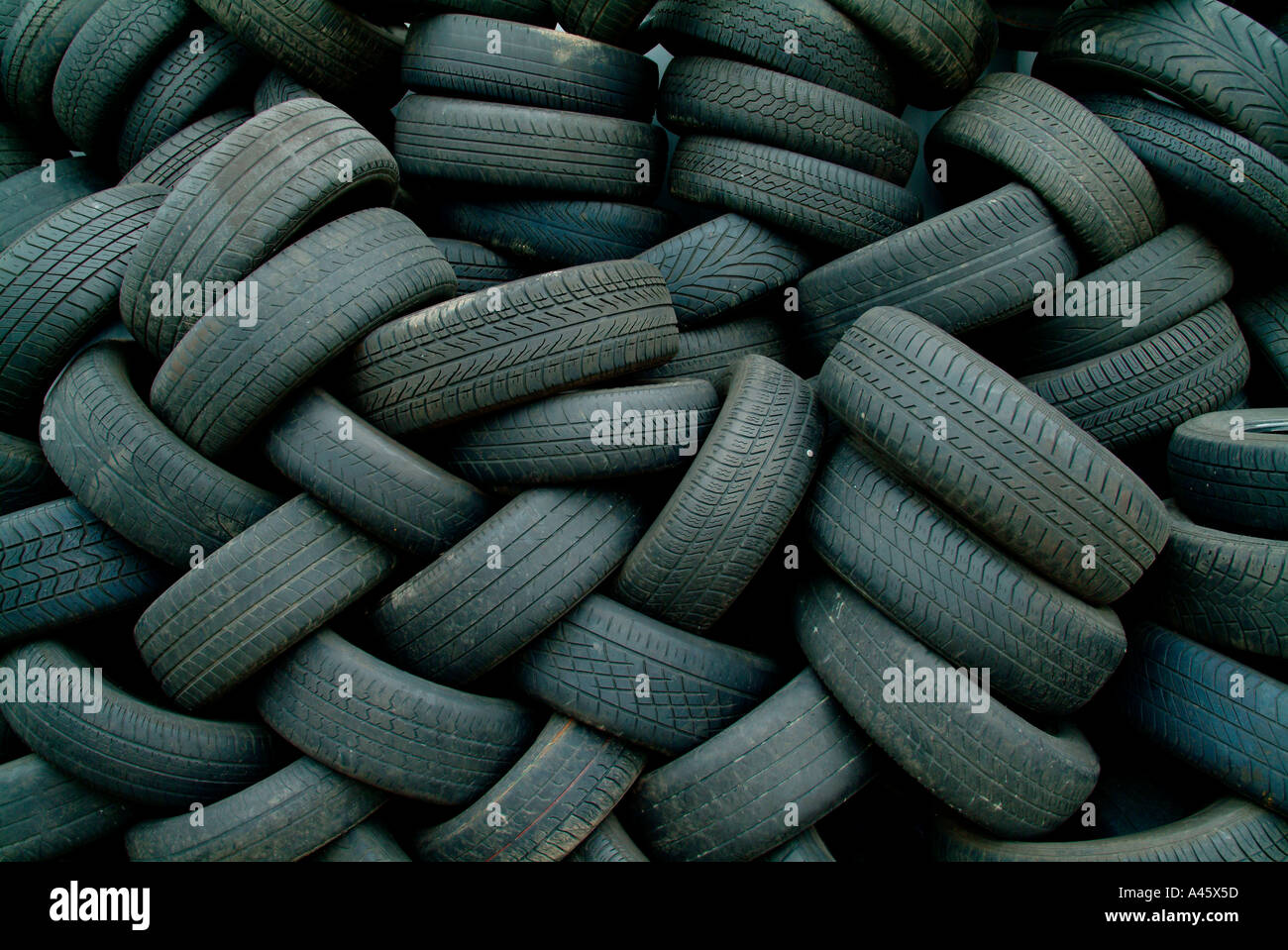 tyres stockfotos tyres bilder alamy. Black Bedroom Furniture Sets. Home Design Ideas