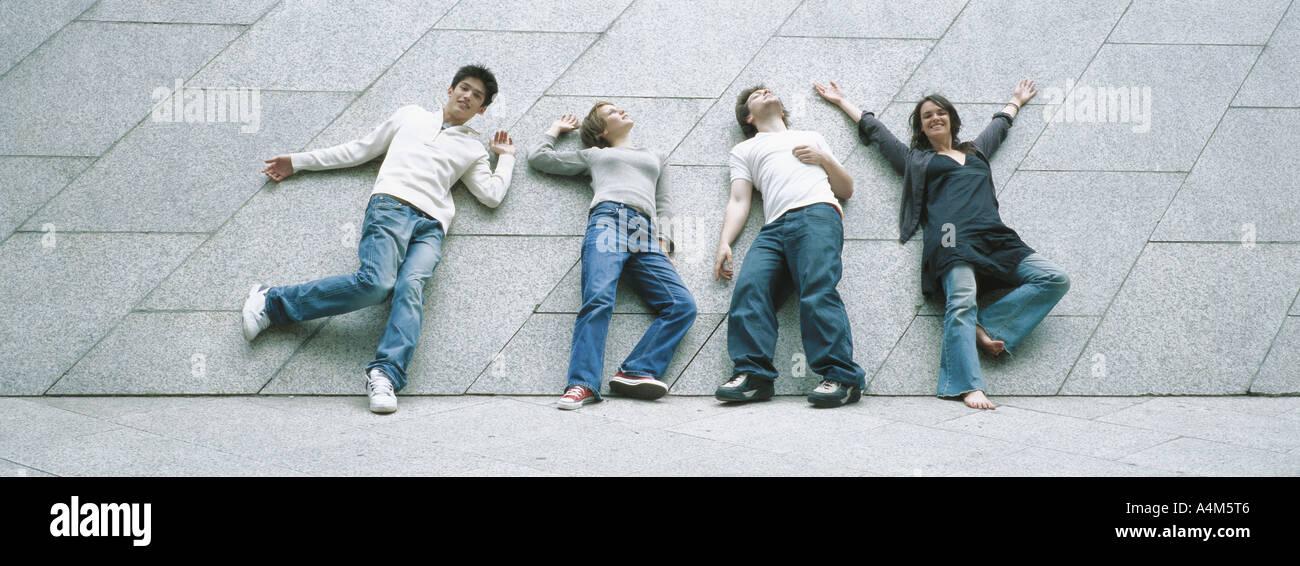 Markante Posen junger Menschen Stockbild