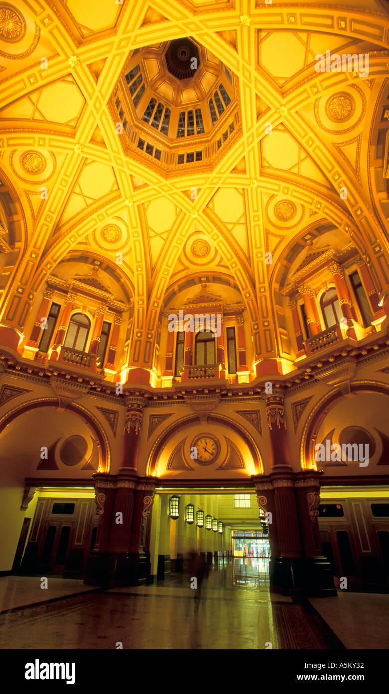 Innere gewölbte Dach Detail der alten CBA Melbourne Victoria Australien vertikalen Aufbau Stockbild