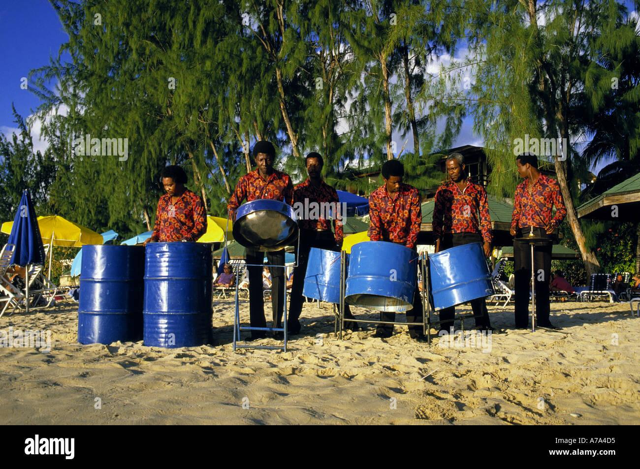 Steelband am Strand Insel Barbados Inselgruppe der kleinen Antillen Karibik Stockbild
