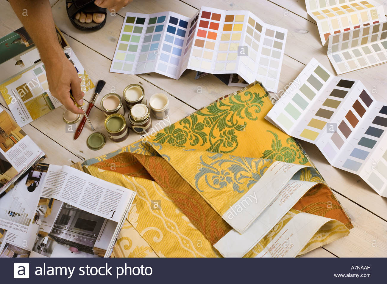 tins of paint stockfotos tins of paint bilder alamy. Black Bedroom Furniture Sets. Home Design Ideas