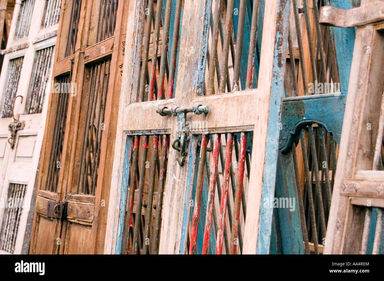 Nahaufnahme eines antiken Holztüren Stockbild
